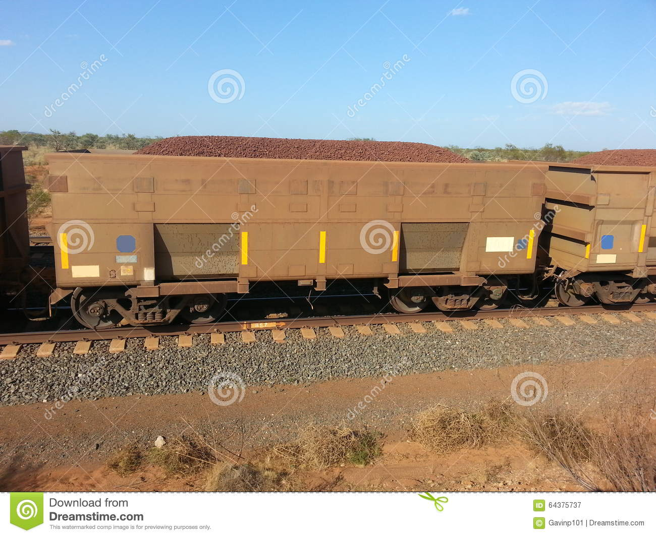 rail-carriage-filled-iron-ore-western-australia-pilbara-railway-train-line-64375737.jpg
