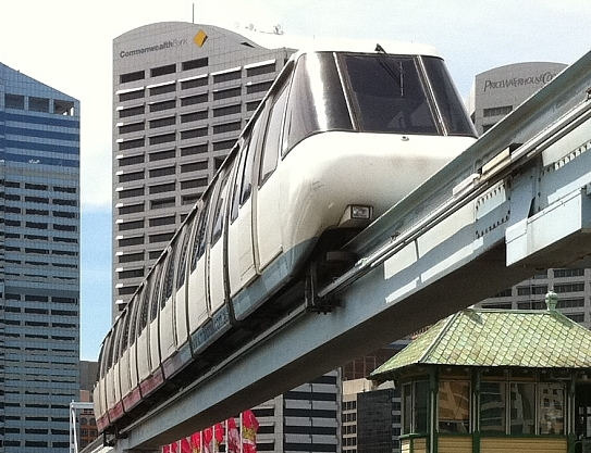 Monorail_over_open_Pyrmont_Bridge_(cropped).jpg
